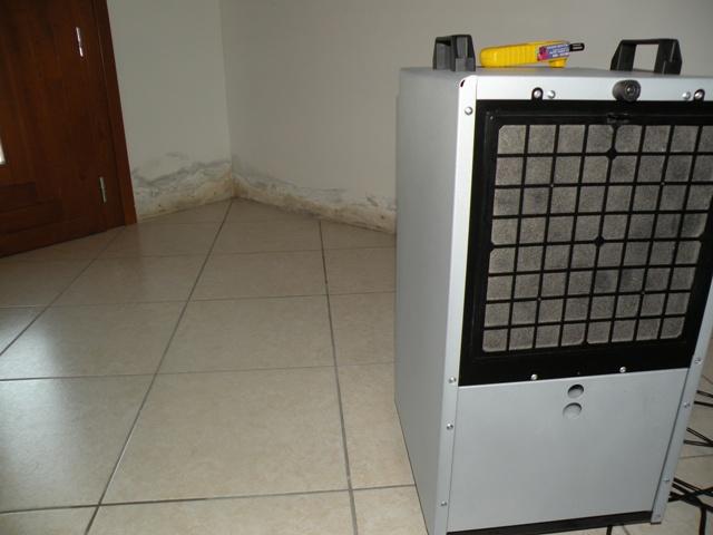Asciugatura casa allagata con risanamento edile e deumidificatori
